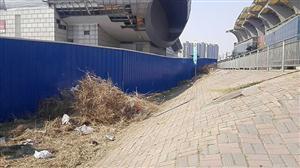 会展中心轻轨站垃圾清理